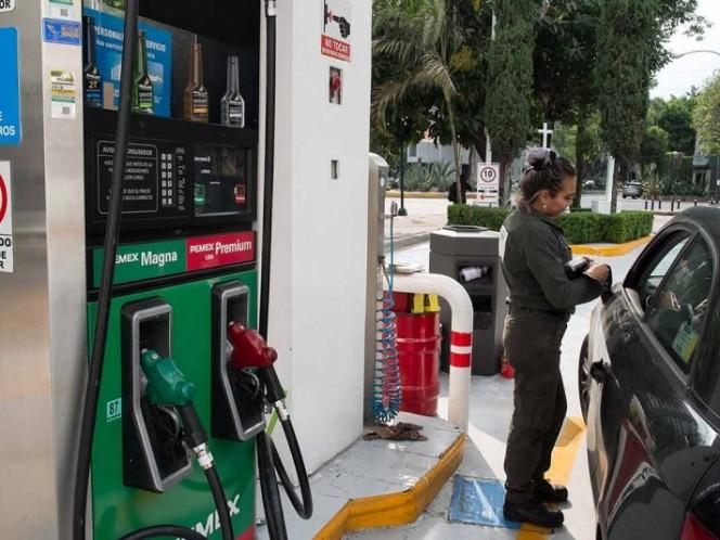 AMLO estima un incremento de 40 centavos a gasolinas