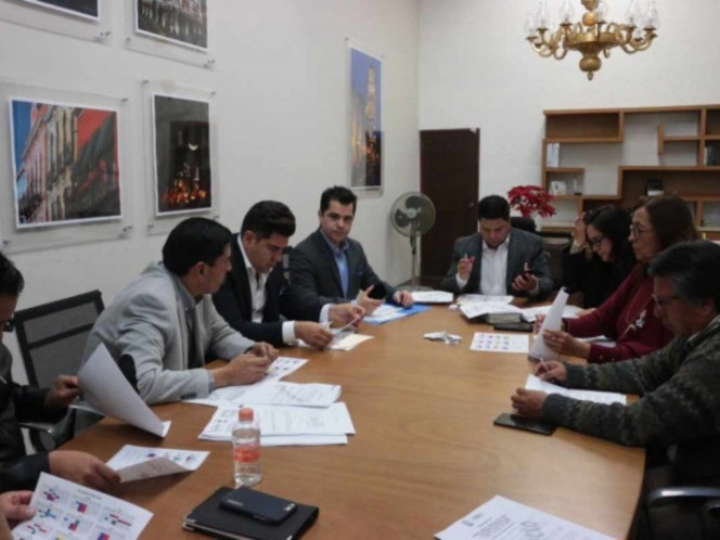 Aprueban terna para elegir a gobernador interino de Puebla