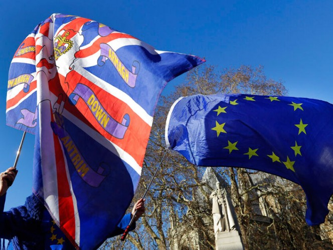 Isabel II insta a británicos al entendimiento en medio de crisis