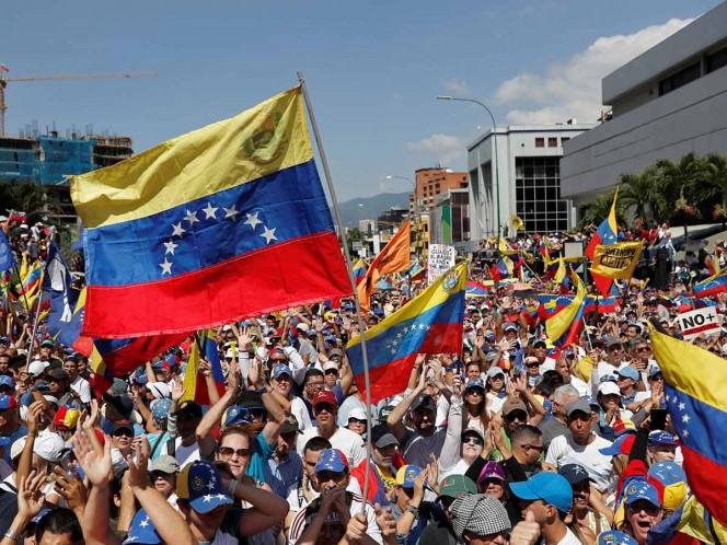 Venezuela: Juan Guaidó encabezó multitudinaria marcha contra Maduro
