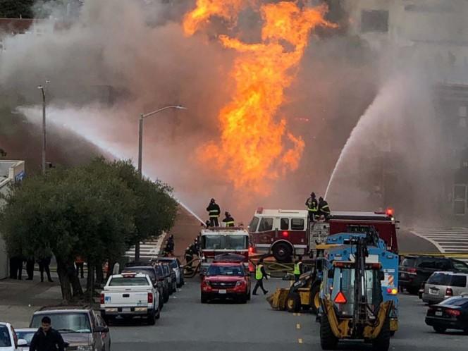 Una explosión de gas en San Francisco provoca un gran incendio