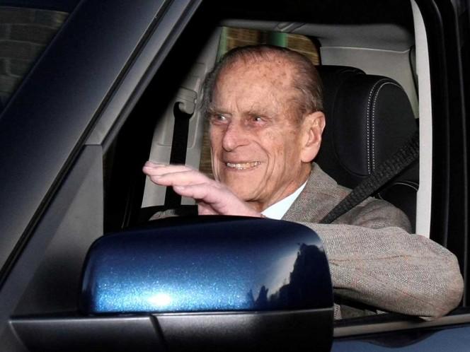 Tras accidente ,príncipe Felipe deja de manejar a los 97 años