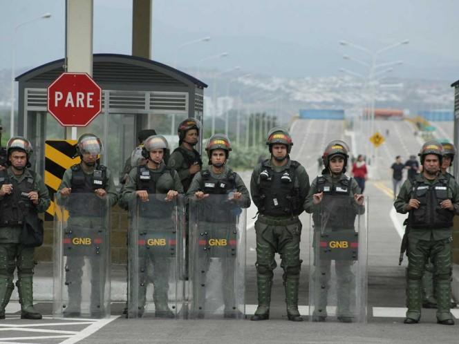 Maduro envía más militares a frontera para impedir ingreso de ayuda humanitaria