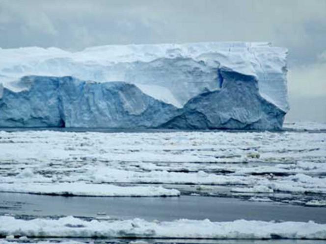 Encienden alertas, iceberg gigante está por desprenderse en la Antártida