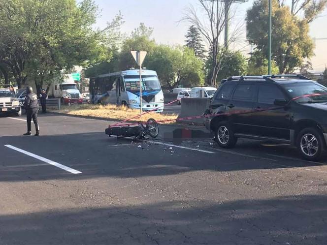 Muere motociclista al chocar contra parte trasera de camioneta