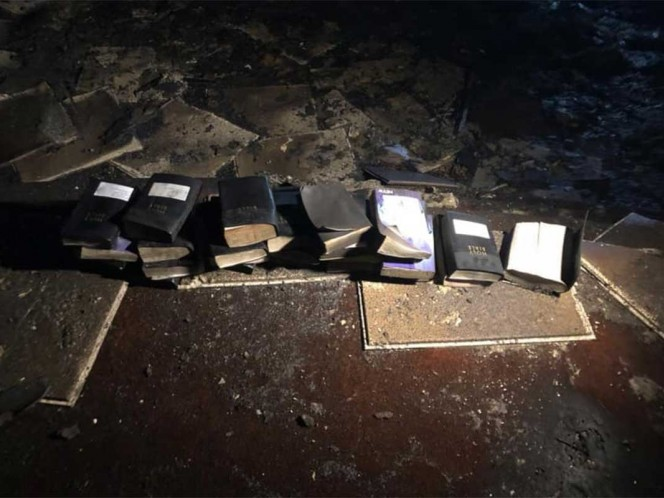 Se incendió una iglesia y se salvaron las biblias y cruces