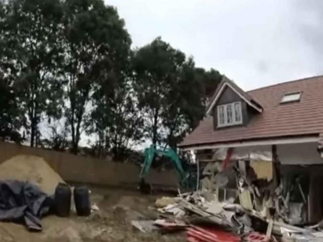 Trabajador destruye casas nuevas de constructora que no le pago