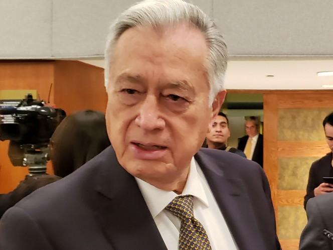 El director de la CFE, Manuel Bartlett Díaz, rechazó las versiones que señalan que la paraestatal pidió a empresas racionalizar el uso de energía eléctrica. – Foto: Notimex/Archivo