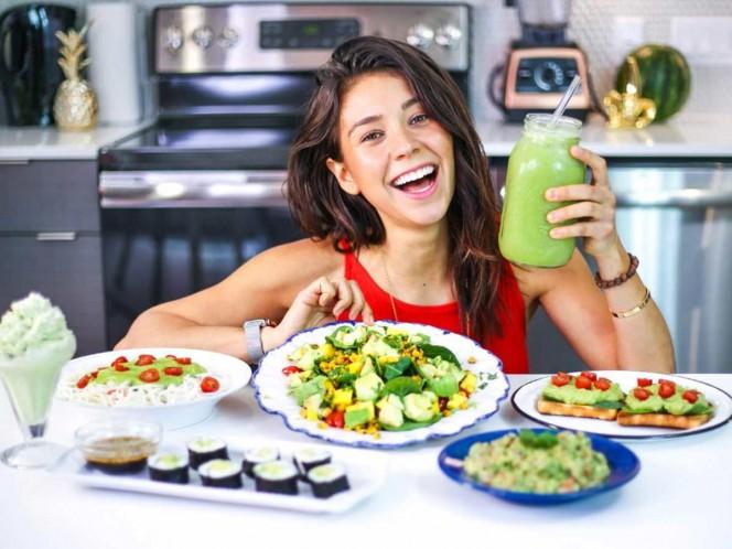 Youtuber vegana Rawvana es sorprendida comiendo pescado