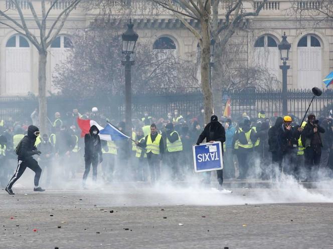 Incendios y saqueos en Campos Elíseos en protesta de