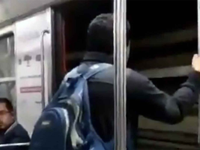 Usuarios viajan en Metro...¡con las puertas abiertas!