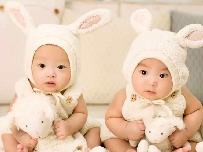 Da luz a gemelos de padres distintos