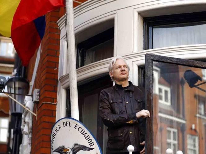 Canciller de Ecuador dice que inminente salida de Assange son