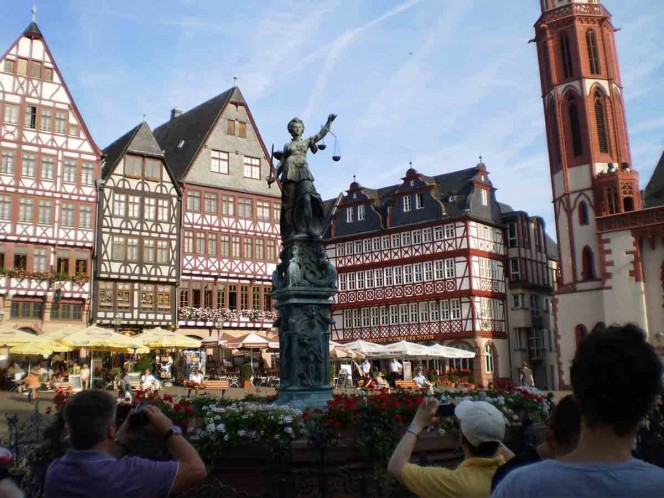 Por bomba, evacúan a cientos en Alemania