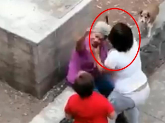 Golpean a viejita en Tlatelolco por defender a un perro