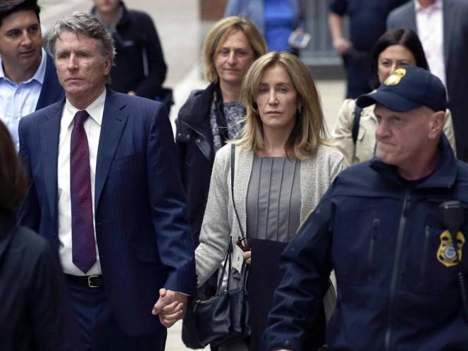 Entre lágrimas, Felicity Huffman se declaró culpable por sobornos ante el tribunal