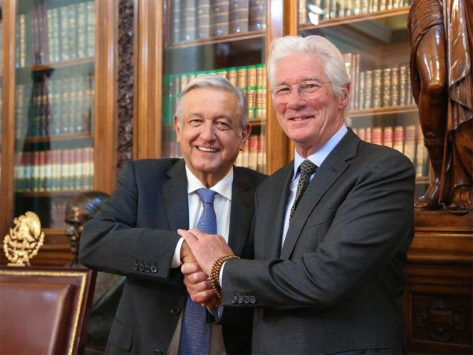 ¡Qué internacional! Richard Gere llega a Palacio Nacional para reunirse con AMLO