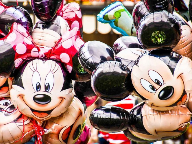 Exempleado de Disney roba 260 mil pesos en pelucas, disfraces y vestidos