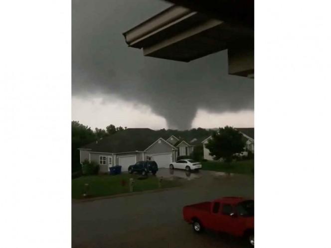 Tornado golpea una ciudad en Missouri