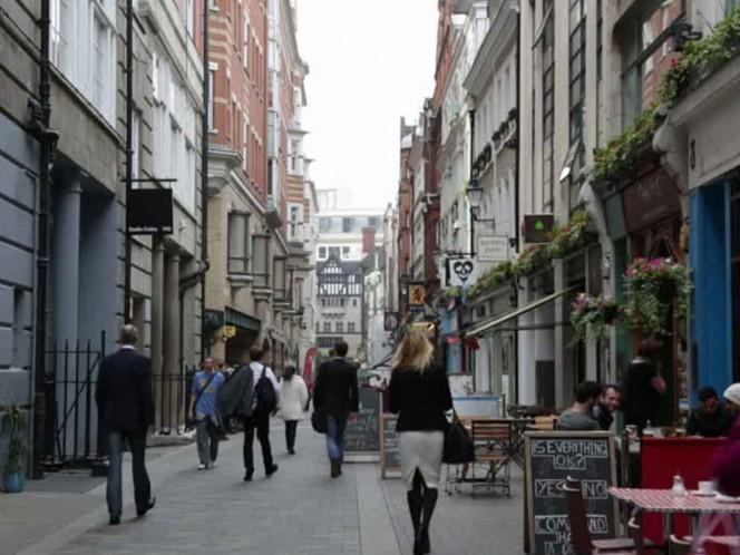 Policía cierra calle en Londres por objeto sospechoso