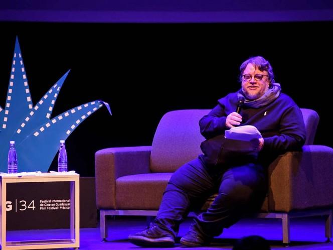 Guillermo del Toro 'manda a volar' a niños mexicanos
