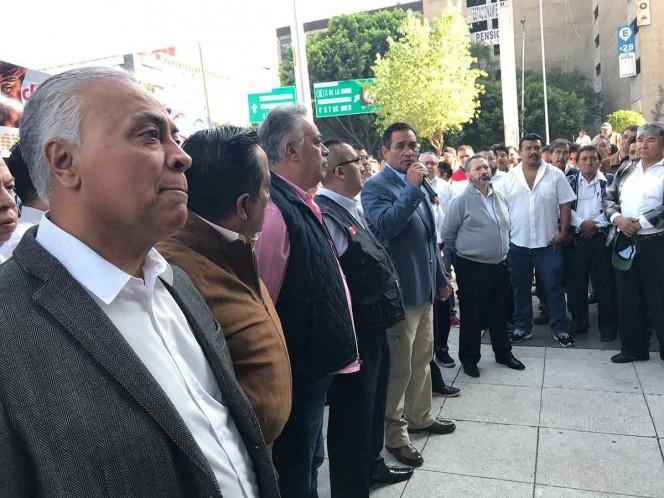 Buscan taxistas circular sin restricciones en Contingencia