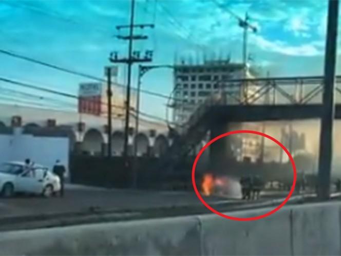 Arde y se calcina vehículo en la carretera México-Toluca