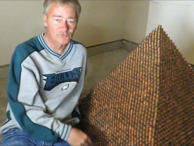 Va por el récord con pirámide de un millón de centavos