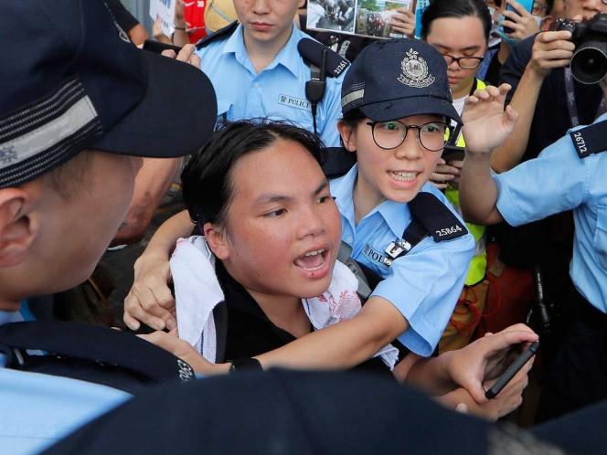 La Policía antidisturbios intenta sofocar nuevas manifestaciones en Hong Kong