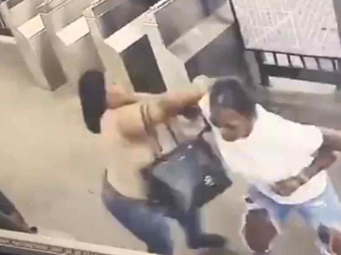Tras discusión en el Metro, mujer apuñala a otra en el cuello