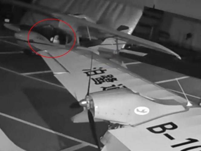 #Video Niño intenta pilotar dos hidroaviones en China