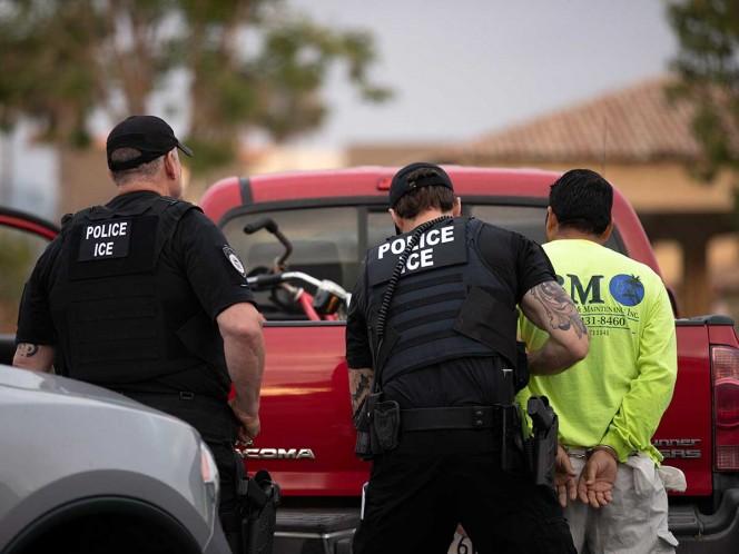 Arrestan a 680 personas en redada migratoria en Mississippi