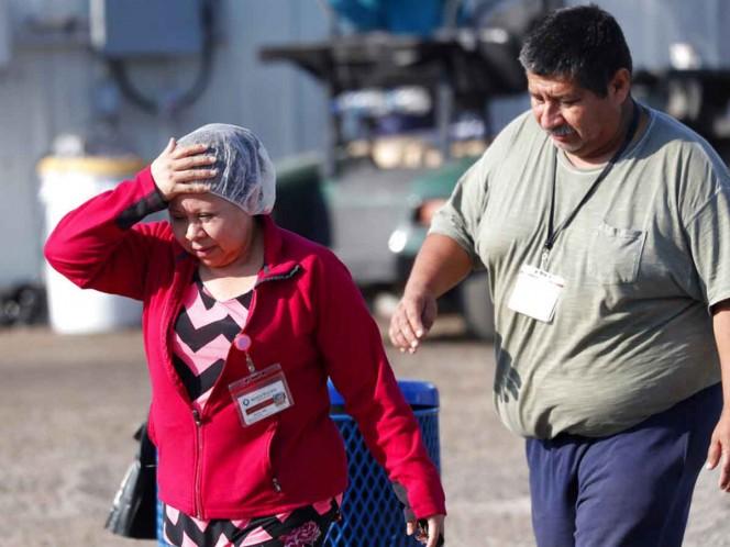 Al menos 377 inmigrantes continúan presos después de redada en Misisipi