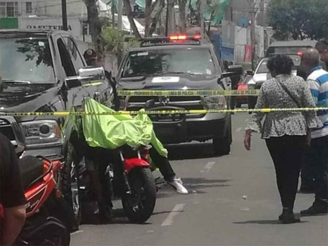 Conductor de camioneta de lujo mata a presunto ladrón en Iztacalco