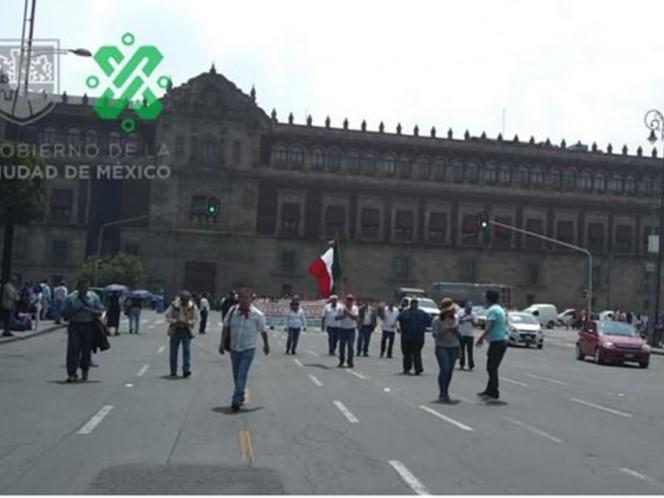 Bloquean manifestantes avenida Chapultepec