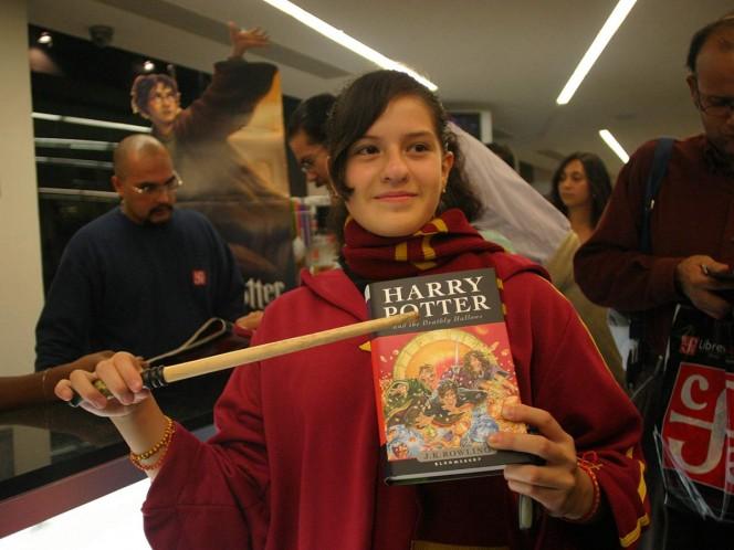 Una escuela católica de Nashville, Tennessee, eliminó de su biblioteca los libros de Harry Potter, bajo el argumento de que contienen maldiciones y hechizos reales. Foto: Cuartoscuro