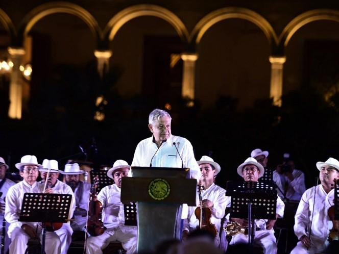 AMLO ataca al autoritarismo en cumbre de premios Nobel de la Paz