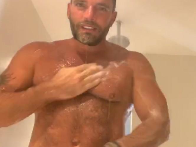 Julián Gil comparte video desnudo; dice disfrutar la soltería
