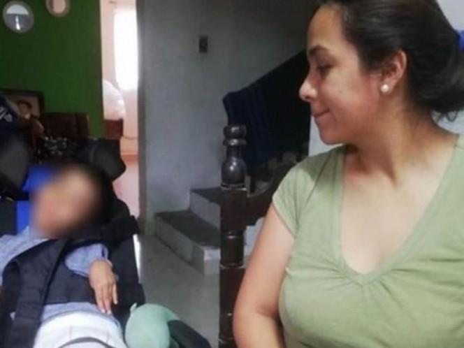 Niño muerde una pila y sufre parálisis cerebral