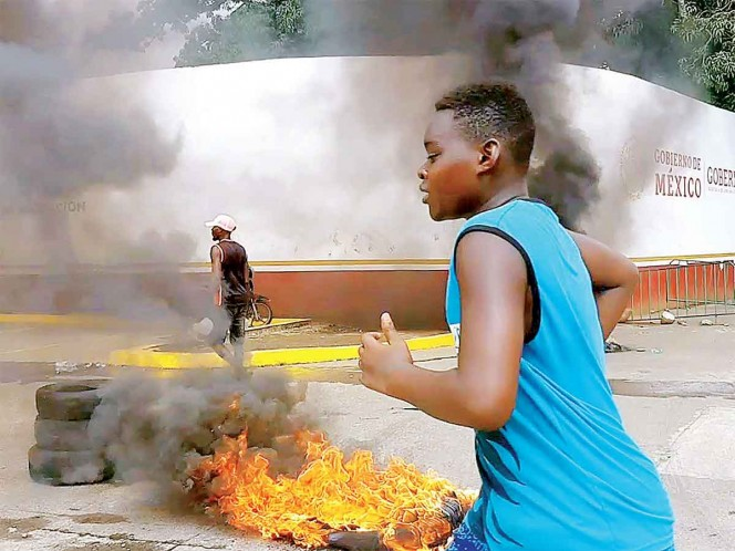 Africanos protestan frente a Estación Migratoria Siglo XXI en Chiapas