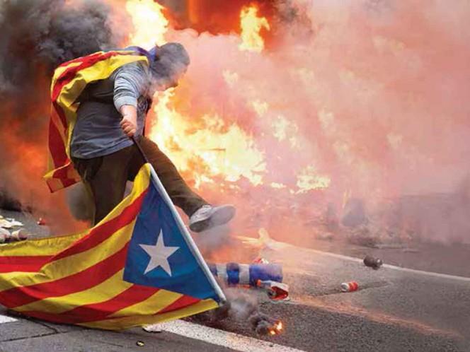 Huelga general cimbra Cataluña; rechazan condenas