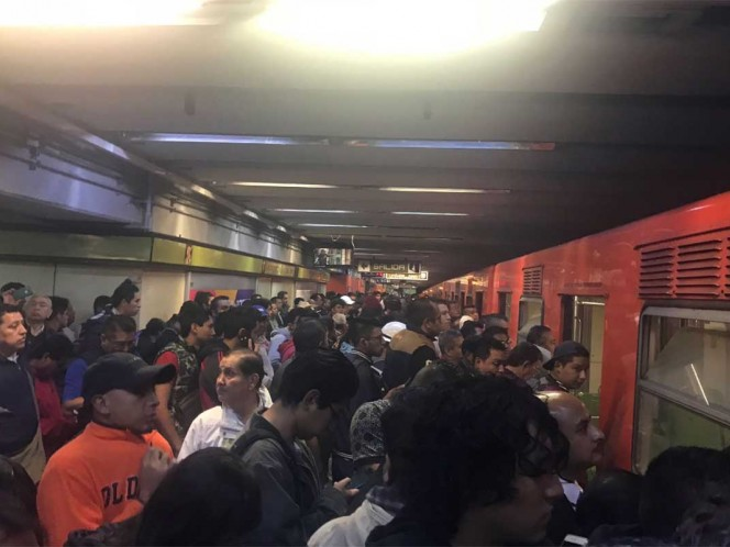 Caos en las líneas 1, 7 y B del Metro por retrasos