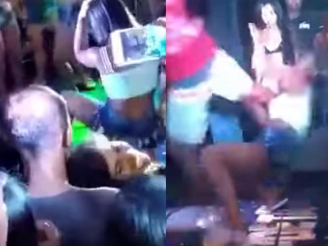 Mujer es golpeada por su novio por 'perrear' en público