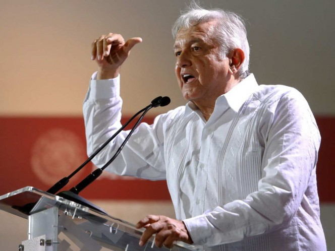After explaining why he is for the project, the President of Mexico consulted freely. Photo: Cuartoscuro