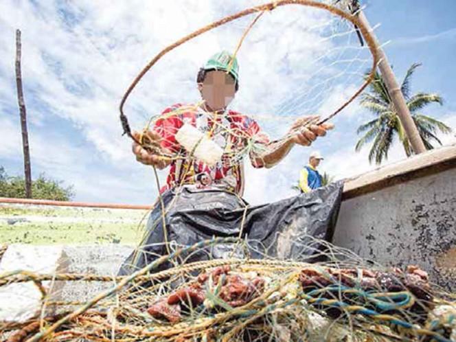 Cobran derecho de mar a pescadores; Conapesca reconoce problema