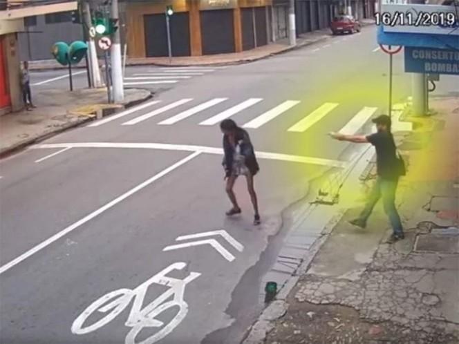 Le disparó a una mujer que se acercó a pedirle dinero
