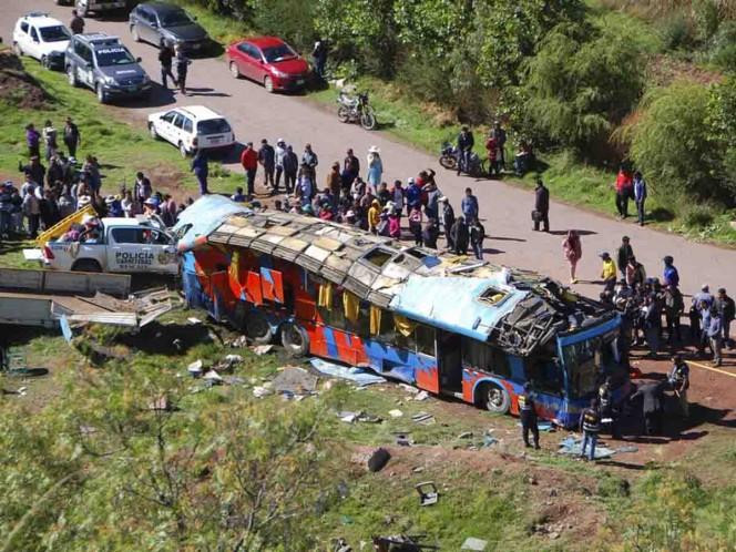 Bus cae en abismo dejando 7 muertos y 30 heridos — Cusco