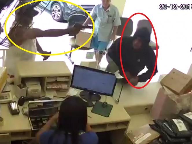 Justiciero abate a balazos a ladrón en una paquetería