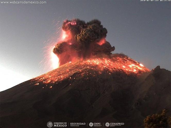 El semáforo de alerta volcánica se encuentra en Amarillo Fase2. Piden a la población NO acercarse al volcán. Foto: Webcams México