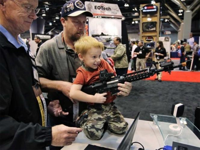 Amantes de las armas protestan contra normas en Virginia